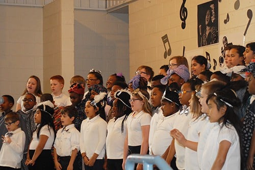 HES students honor history in song